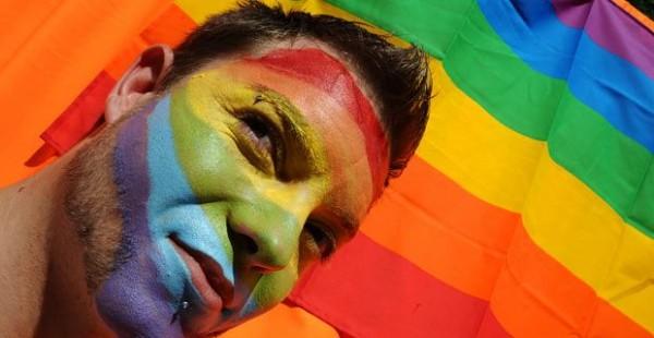 orgullo-gay-2013-finanzas-default