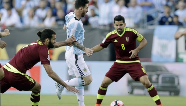 Argentina's Lionel Messi (10) moves the ball against Venezuela's Oswaldo Vizcarrondo, left, and Tomas Rincon (8) during the first half of a Copa America Centenario quarterfinal soccer match Saturday, June 18, 2016, in Foxborough, Mass. (AP Photo/Charles Krupa)