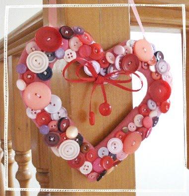 Manualidades-del-Dia-de-los-Enamorados-Corazón-de-botones_001
