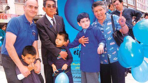 Conmemoracion-Padres-Dia-Mundial-Autismo_LRZIMA20120403_0007_3