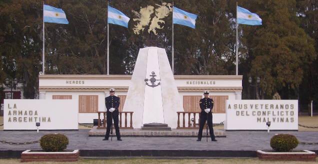 malvinasMonumento emplazado en el Parque Centenario de la Base Naval Puerto Belgrano 2008 BAS AS
