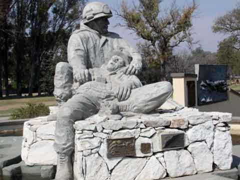 monumento-a-los-malvinasmonumento a argentinos-caidos-en-la-guerra-de-las-islas-malvinas-imagen-municipalidad-de-alta-gracia