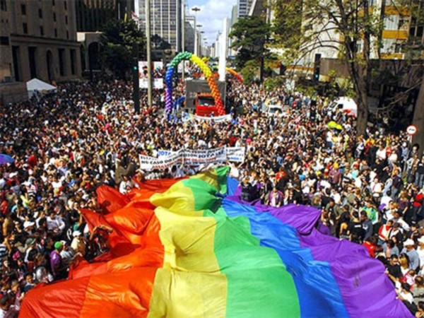 DIA DEL ORGULLO GAY IMAGENES POLEMICAS
